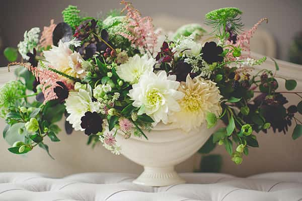 Composition de fleurs blanches pour des funérailles